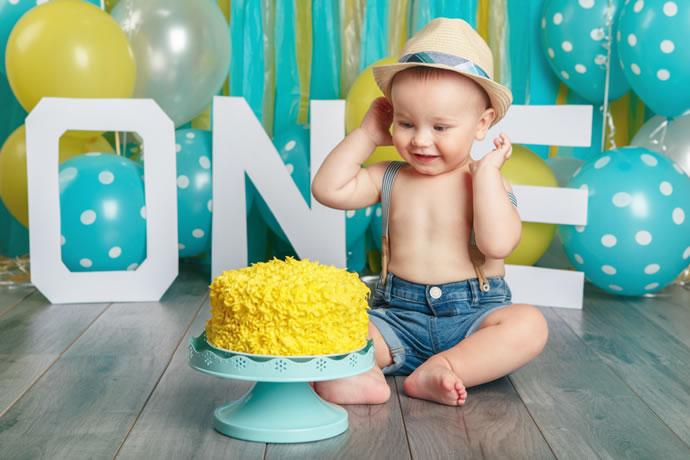 Ensaio fotográfico de bebê com bolo